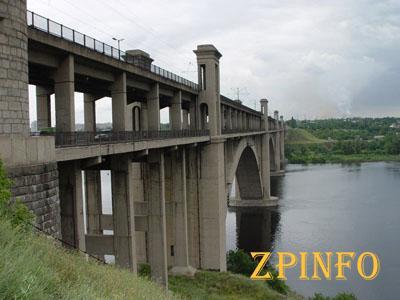 В Запорожье мужчина пытался спрыгнуть с моста