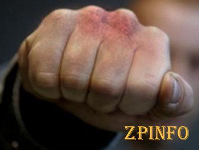 В Запорожье мужчине отомстили за избиение жены