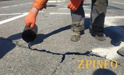 В Запорожье на дорогах появились трещины