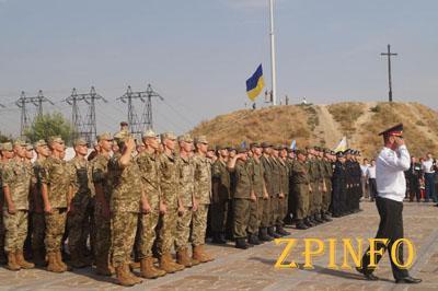 В Запорожье на Хортице подняли государственный флаг Украины