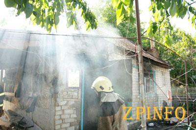 В Запорожье на Хортице сгорел жилой дом