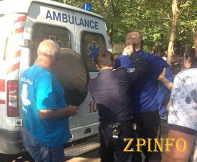 В Запорожье на Хортице, в результате массовой драки, мужчину ранили топором