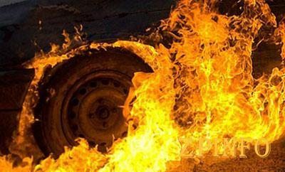 В Запорожье на Космосе сгорел автомобиль