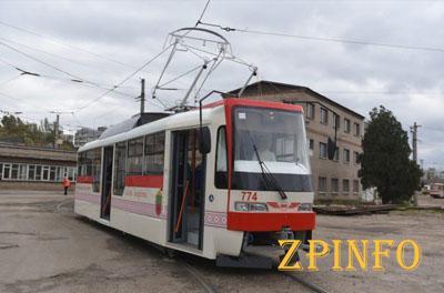 В Запорожье на маршрут вышел обновленный трамвай