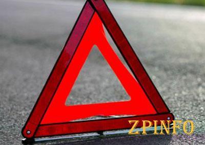 В Запорожье на металлургов мотоцикл влетел в «Ланос»