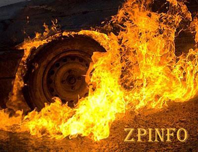 """В Запорожье на парковке сгорел """"Mercedes"""""""
