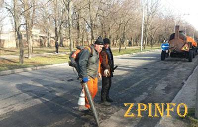 В Запорожье начали ремонт дорожного покрытия