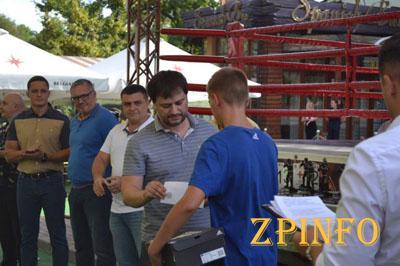 В Запорожье наградили молодых боксёров