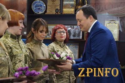 В Запорожье наградили женщин-военнослужащих