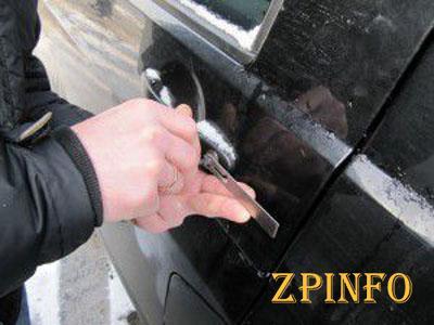 В Запорожье обчистили припаркованный автомобиль