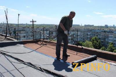 В Запорожье обещают отремонтировать 200 крыш жилых домов