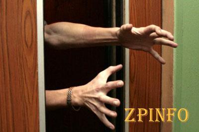 В Запорожье оборвался лифт с пожилыми людьми