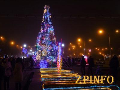 В Запорожье открылся новогодний городок