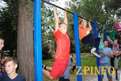 В Запорожье открыта современная спортивная площадка