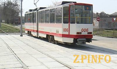 В Запорожье отремонтировали трамвайный переезд