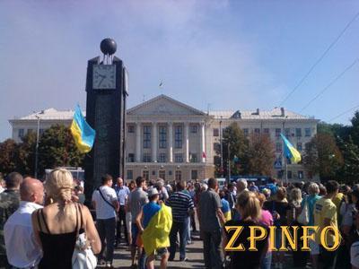 В Запорожье под мэрией митинговали сразу несколько групп активистов