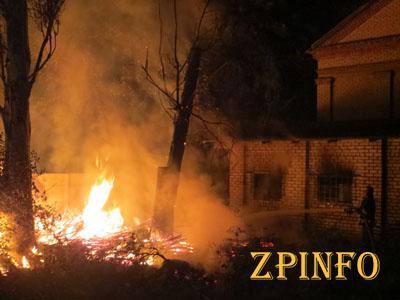 В Запорожье подпалили здание волонтерской помощи