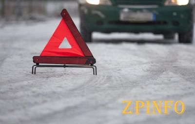 В Запорожье попал в аварию автомобиль почты