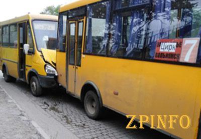 В Запорожье попали в ДТП маршрутки