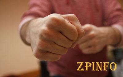 В Запорожье пожилой мужчина избил девушку