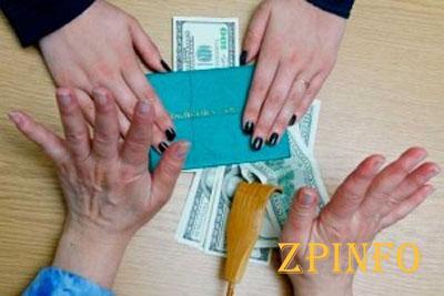 """В Запорожье преподаватель """"машинки"""" получил 300 долларов взятки"""