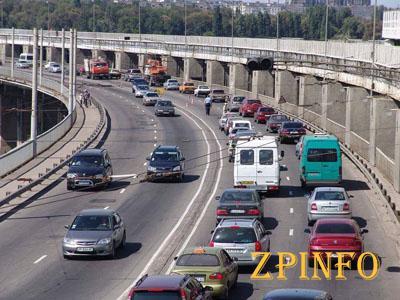 В Запорожье приостанавливают ремонт дороги на плотине