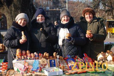 В Запорожье продлили работу рождественской ярмарки