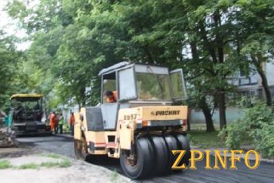 В Запорожье продолжается ремонт внутриквартальных дорог