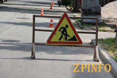 В Запорожье продолжают ремонтировать тротуары