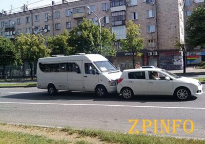 В Запорожье произошло ДТП с участием маршрутки
