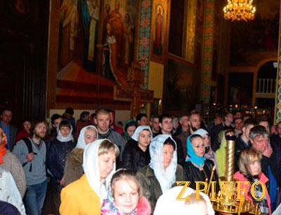 В Запорожье прошло ночное Пасхальное богослужение