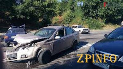 В Запорожье разбились два легковых авто