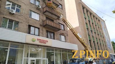 В Запорожье ремонтируют аварийные балконы