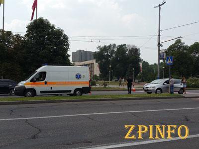 В Запорожье рядом с мэрией сбили человека
