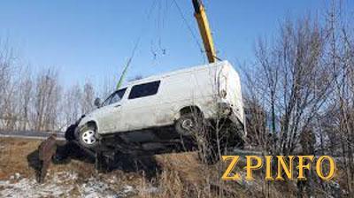 В Запорожье с дороги вылетел микроавтобус с детьми