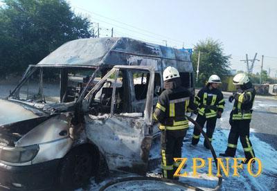 В Запорожье сгорела маршрутка