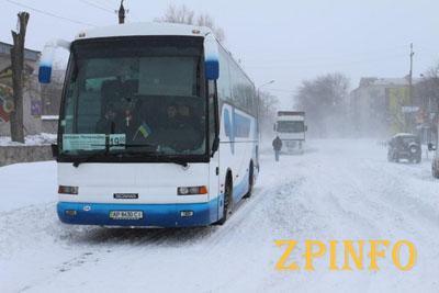 В Запорожье снегопад автобусам не помеха