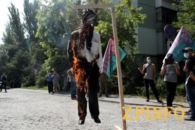 В Запорожье со второй попытки сожгли чучело Александра Шацкого