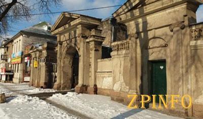 В Запорожье сохранились старинные арки