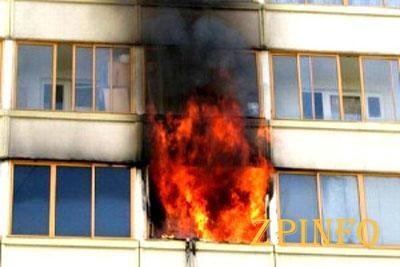 В Запорожье спасатели тушили пожар в девятиэтажке
