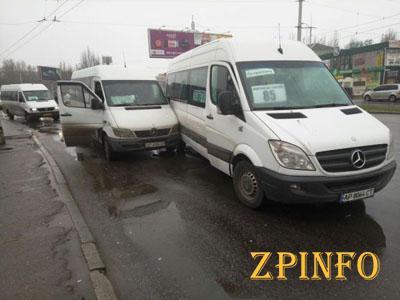 В Запорожье столкнулись две маршрутки