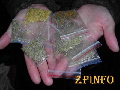 В Запорожье у двух парней нашли наркотики