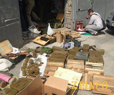 В Запорожье в гараже оказался склад боеприпасов