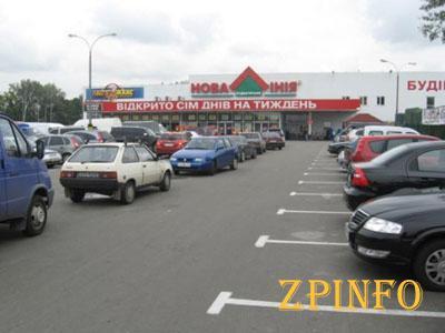 В Запорожье вблизи гипермаркета сбили женщину