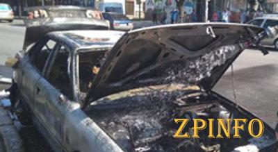 В Запорожье во время движения загорелась машина