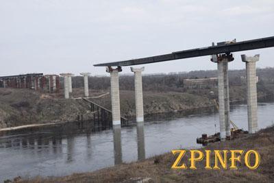 В Запорожье возле строящегося моста утонул парень