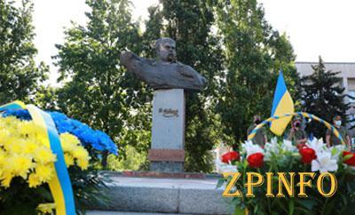 В Запорожье возложили цветы к бюсту Шевченко