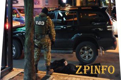 В Запорожье задержали авто с оружием