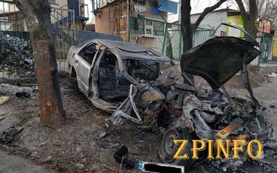 В Запорожье загорелось авто