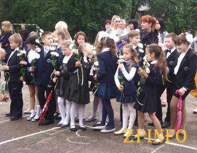 В запорожских школах звучат последние звонки